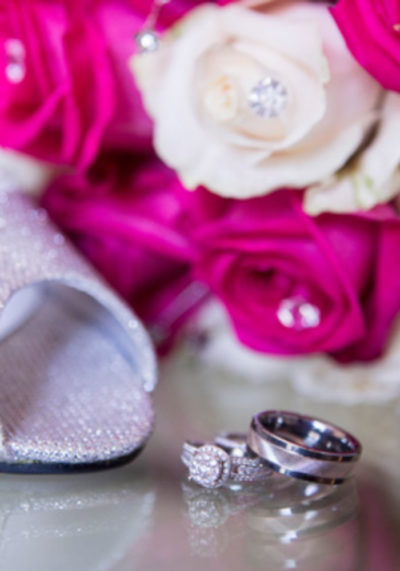 wedding details rings and flower