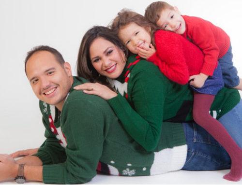 HIGH KEY FAMILY CHRISTMAS PORTRAIT